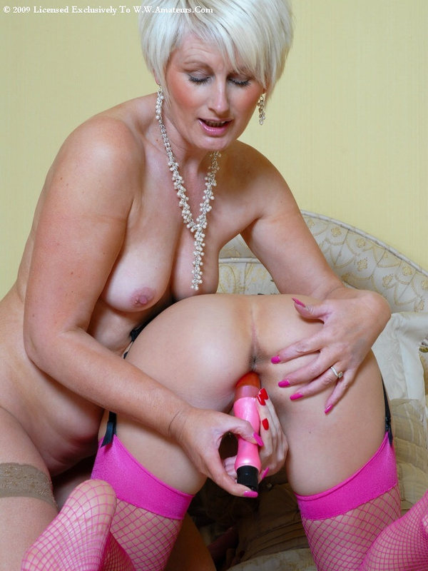 Mature women and grannies. Gallery - 394. Photo - 16