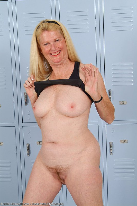 Mature women and grannies. Gallery - 395. Photo - 11