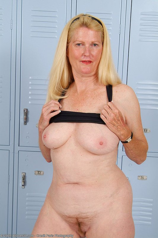 Mature women and grannies. Gallery - 395. Photo - 12