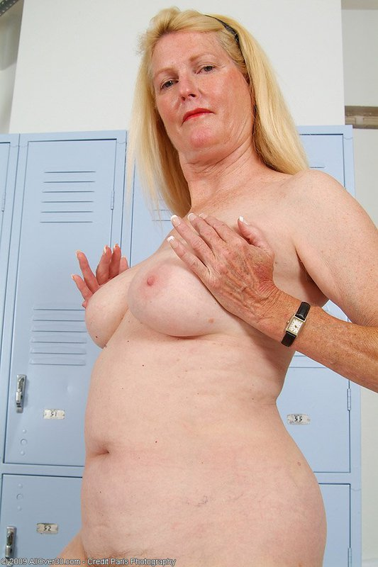 Mature women and grannies. Gallery - 395. Photo - 13