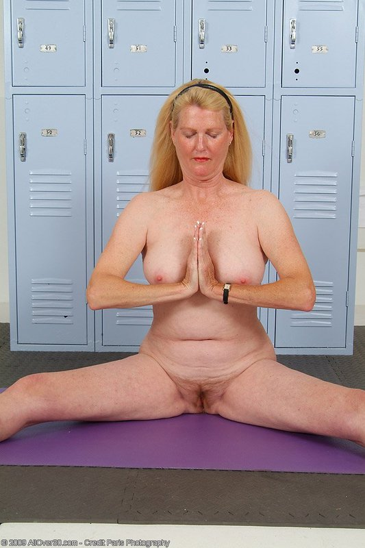 Mature women and grannies. Gallery - 395. Photo - 15