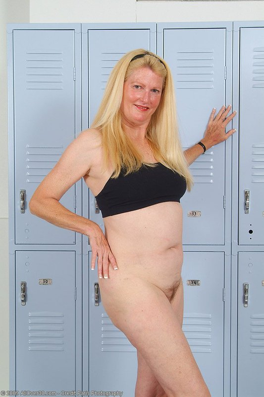 Mature women and grannies. Gallery - 395. Photo - 9