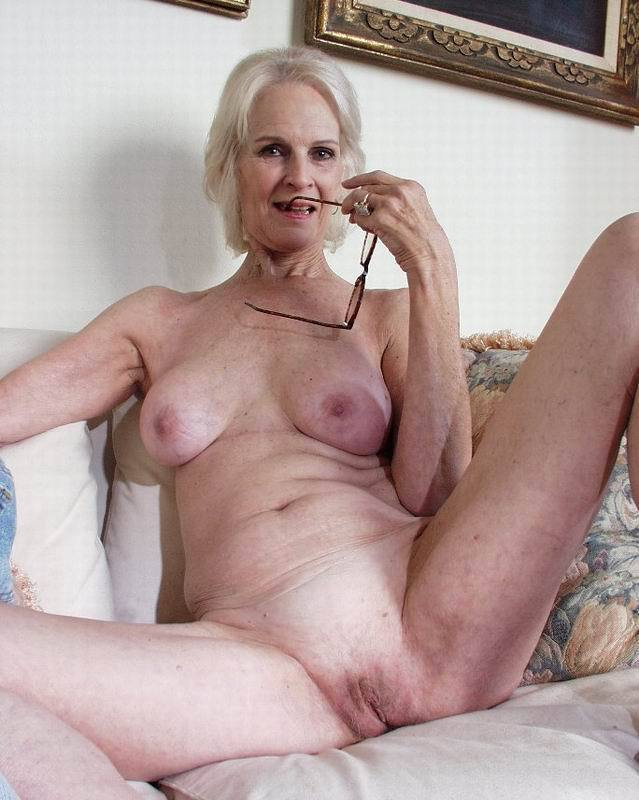 Mature women and grannies. Gallery - 396. Photo - 10