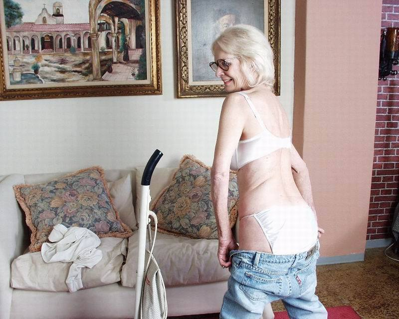 Mature women and grannies. Gallery - 396. Photo - 3