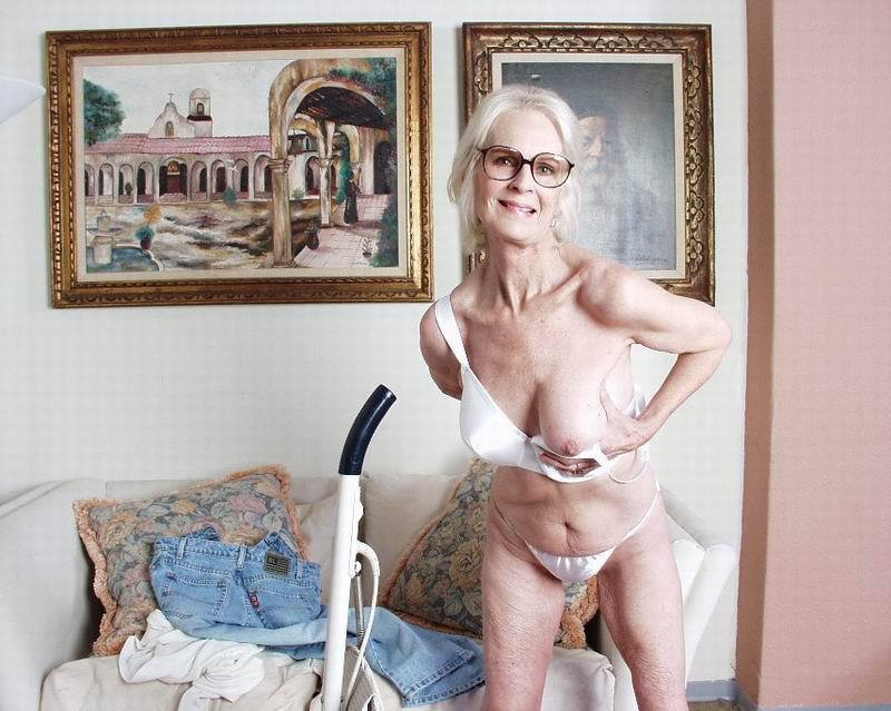Mature women and grannies. Gallery - 396. Photo - 4