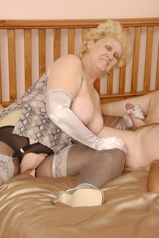 Mature women and grannies. Gallery - 398. Photo - 13