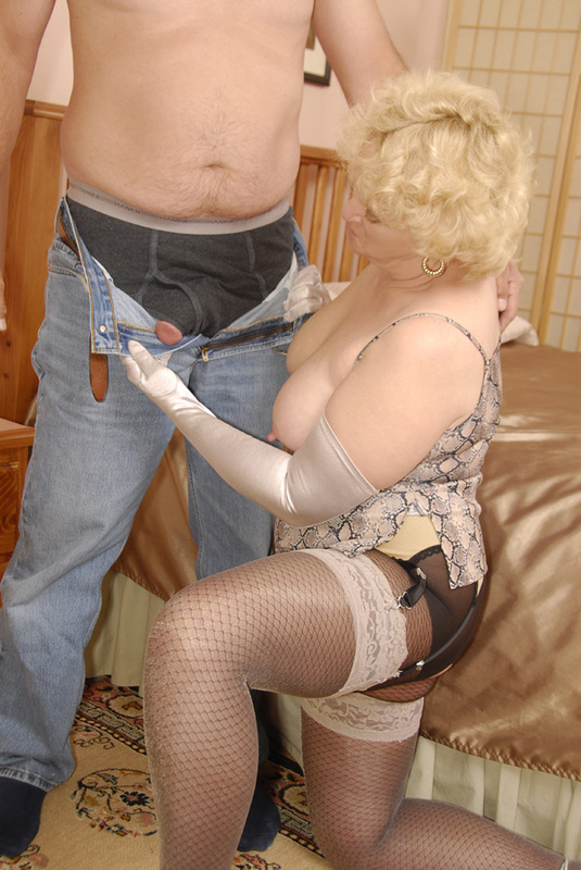 Mature women and grannies. Gallery - 398. Photo - 2