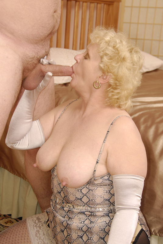 Mature women and grannies. Gallery - 398. Photo - 9