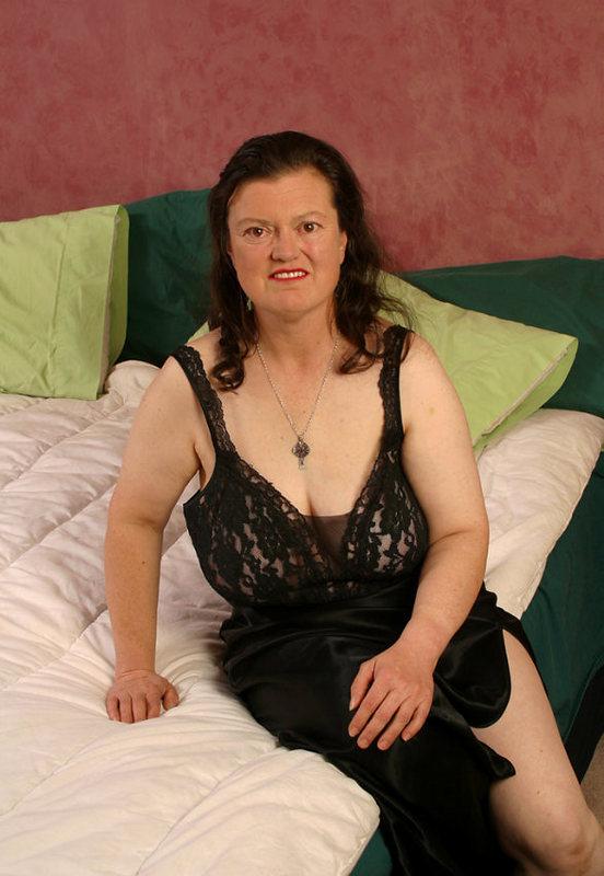 Тетя за полтинник решилась на сьемки в эротическом фотосюжете