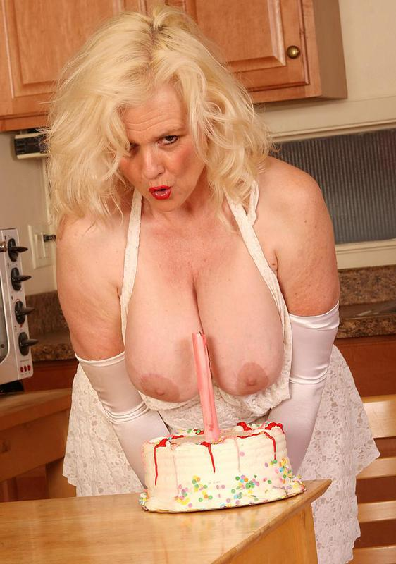 Mature women and grannies. Gallery - 404. Photo - 12