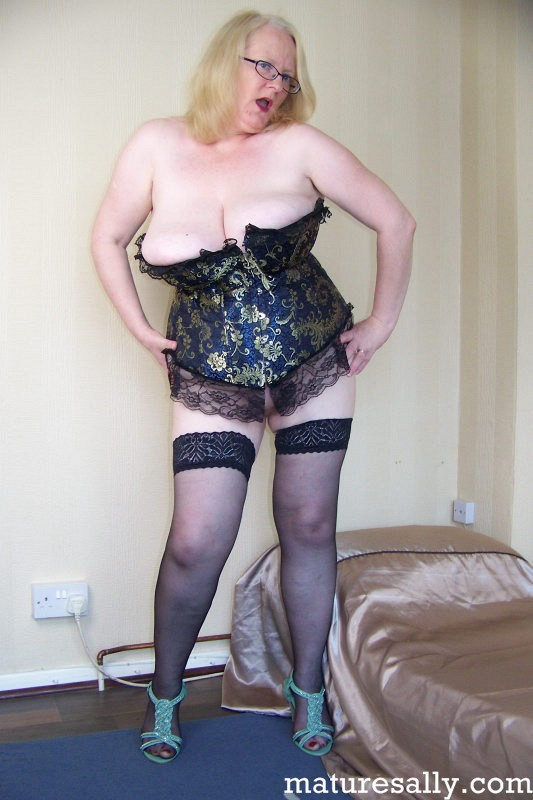 Mature women and grannies. Gallery - 407. Photo - 1