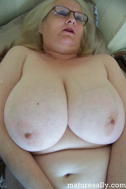 Mature women and grannies. Gallery - 407. Photo - 11