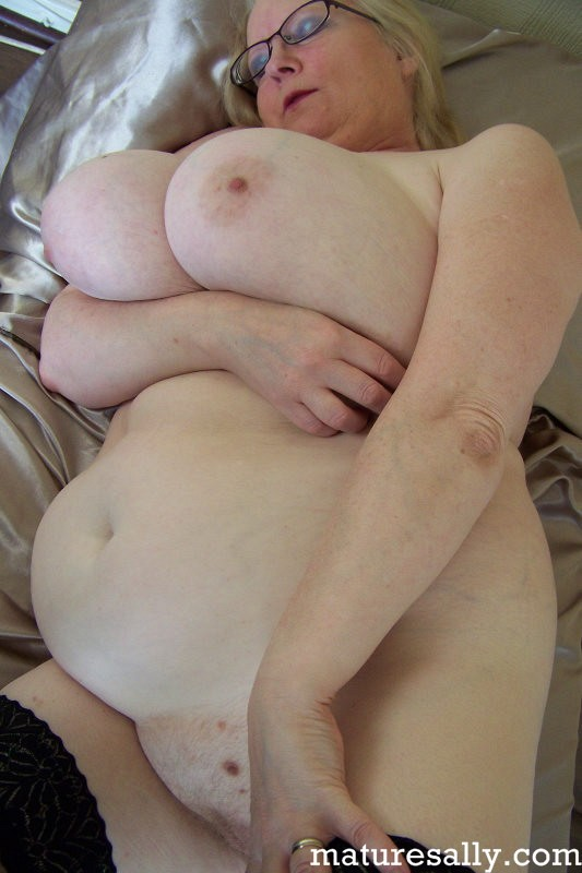 Mature women and grannies. Gallery - 407. Photo - 14