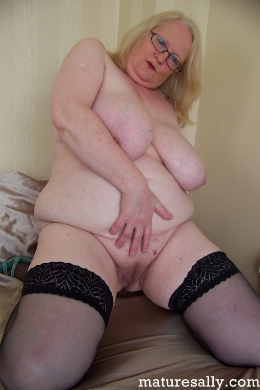 Mature women and grannies. Gallery - 407. Photo - 16
