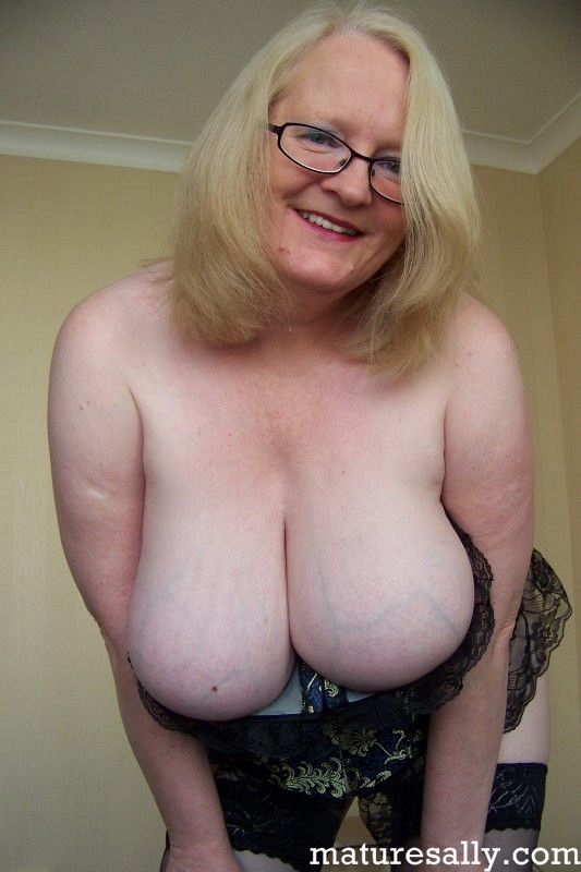 Mature women and grannies. Gallery - 407. Photo - 2