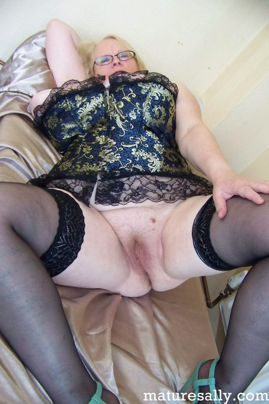 Mature women and grannies. Gallery - 407. Photo - 4
