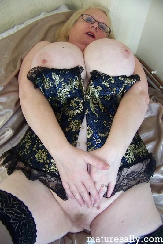 Mature women and grannies. Gallery - 407. Photo - 5