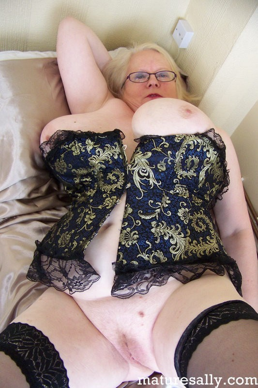 Mature women and grannies. Gallery - 407. Photo - 7