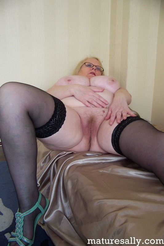 Mature women and grannies. Gallery - 407. Photo - 9