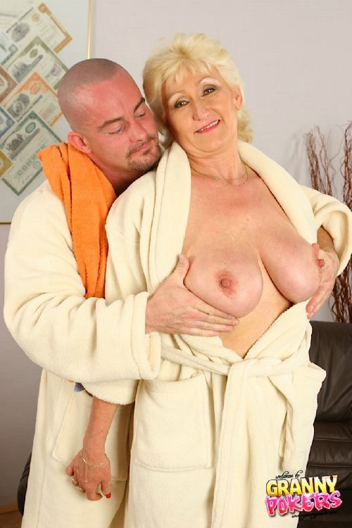 Mature women and grannies. Gallery - 408. Photo - 1