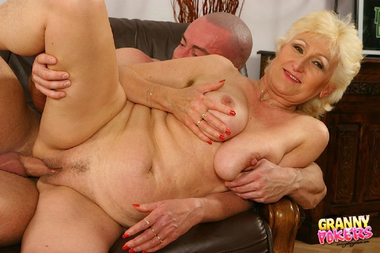 Mature women and grannies. Gallery - 408. Photo - 10