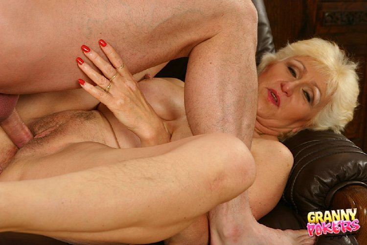Mature women and grannies. Gallery - 408. Photo - 12