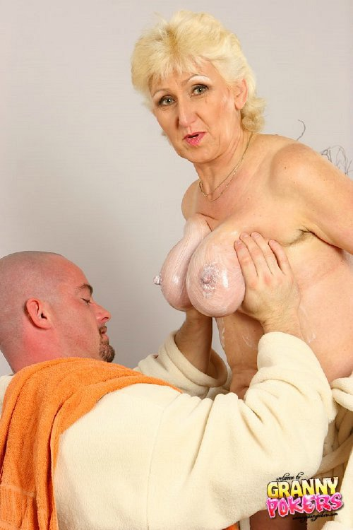 Mature women and grannies. Gallery - 408. Photo - 2