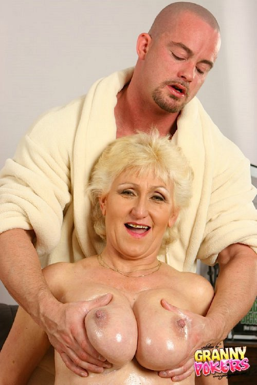 Mature women and grannies. Gallery - 408. Photo - 3