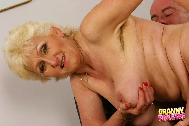 Mature women and grannies. Gallery - 408. Photo - 8