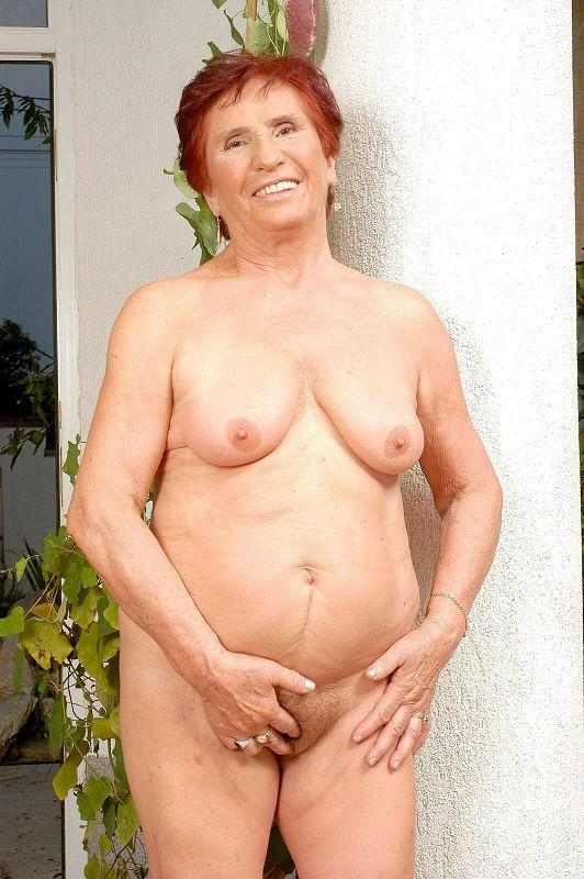 Mature women and grannies. Gallery - 409. Photo - 10
