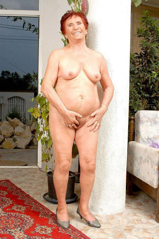 Mature women and grannies. Gallery - 409. Photo - 11