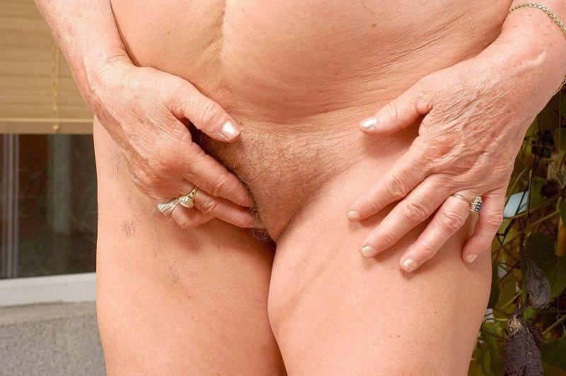 Mature women and grannies. Gallery - 409. Photo - 12