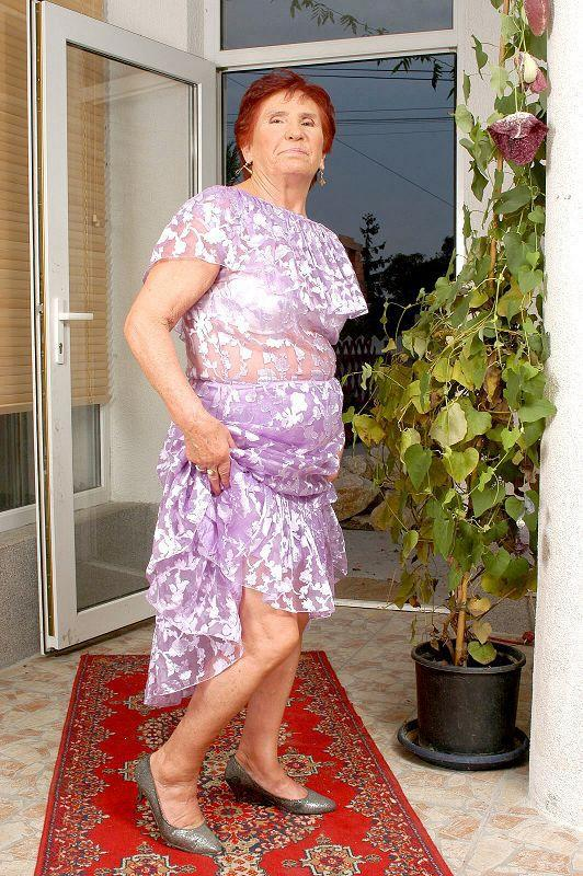 Mature women and grannies. Gallery - 409. Photo - 2