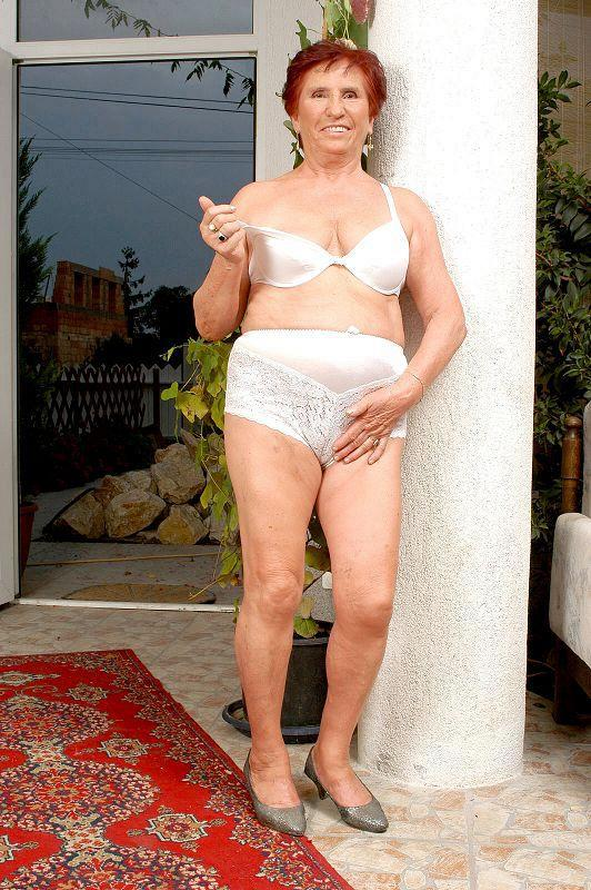 Mature women and grannies. Gallery - 409. Photo - 4