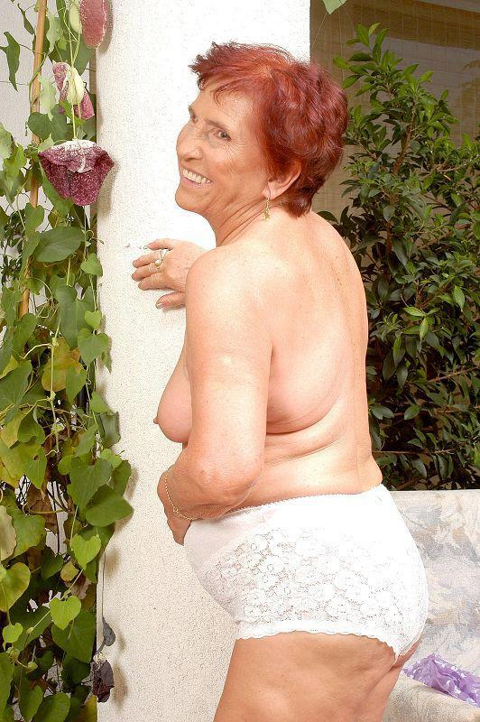 Mature women and grannies. Gallery - 409. Photo - 7
