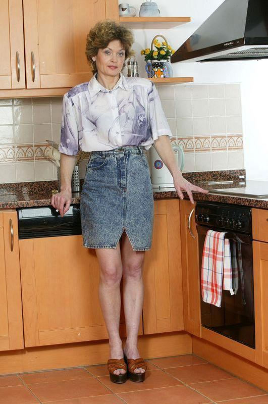 Mature women and grannies. Gallery - 410. Photo - 1