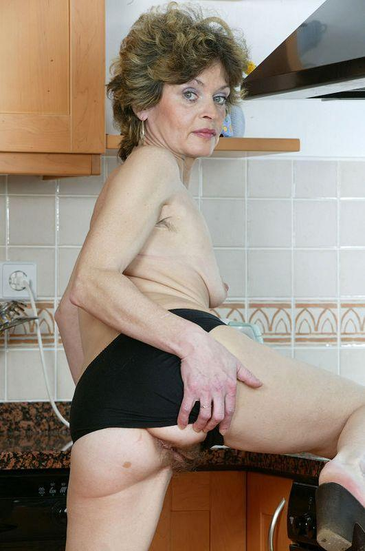 Mature women and grannies. Gallery - 410. Photo - 10