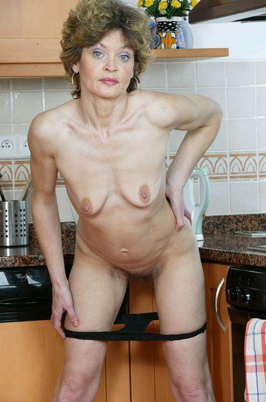 Mature women and grannies. Gallery - 410. Photo - 11