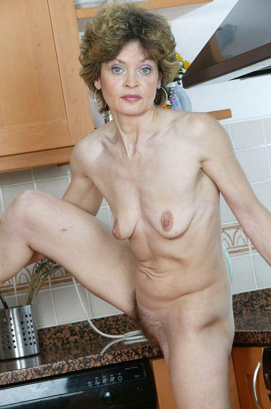 Mature women and grannies. Gallery - 410. Photo - 12