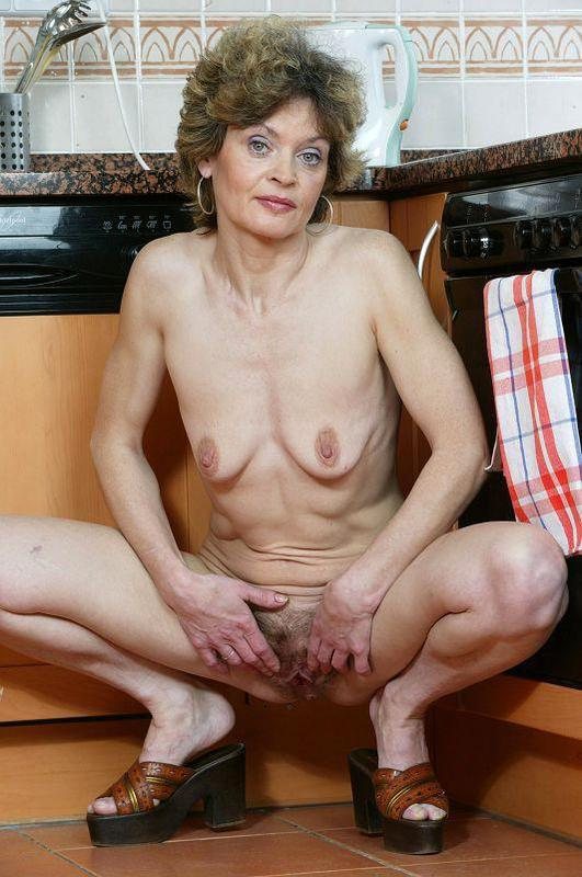 Mature women and grannies. Gallery - 410. Photo - 13