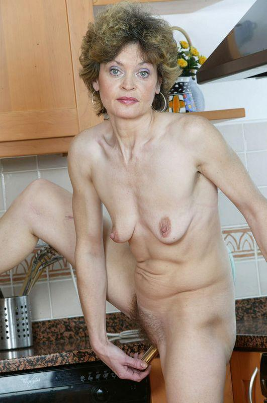 Mature women and grannies. Gallery - 410. Photo - 14