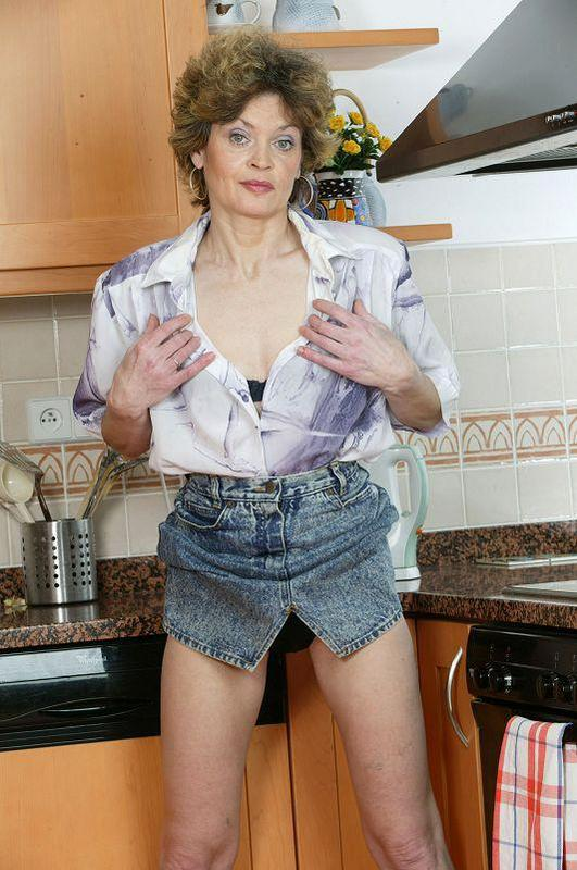 Mature women and grannies. Gallery - 410. Photo - 3