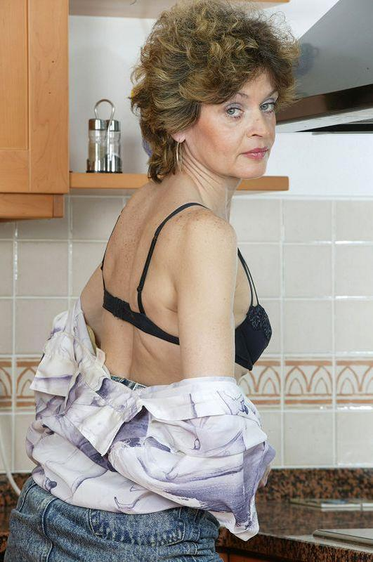 Mature women and grannies. Gallery - 410. Photo - 4