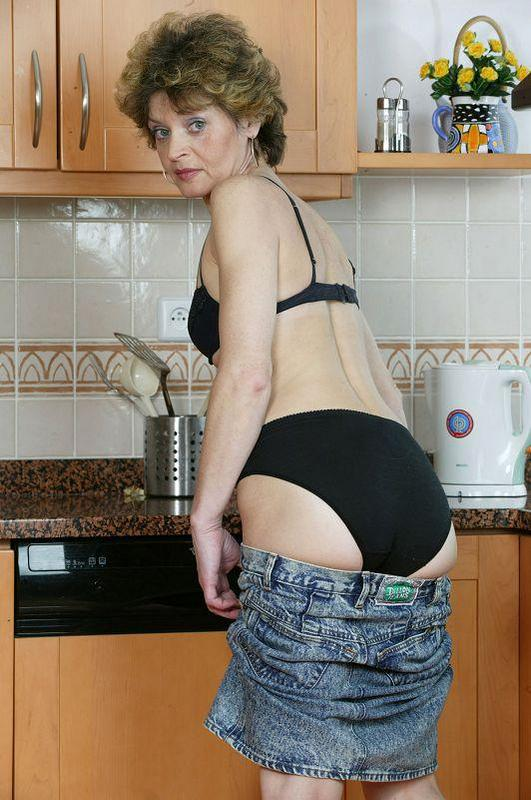 Mature women and grannies. Gallery - 410. Photo - 7