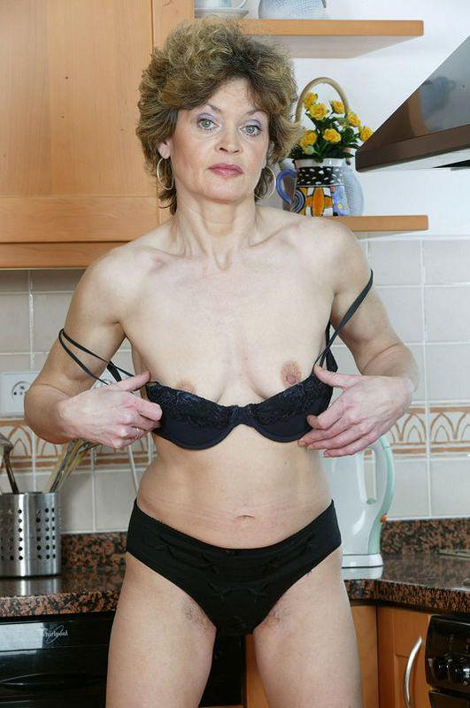 Mature women and grannies. Gallery - 410. Photo - 8