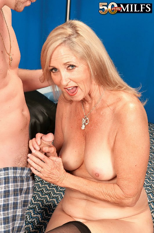 Mature women and grannies. Gallery - 411. Photo - 11