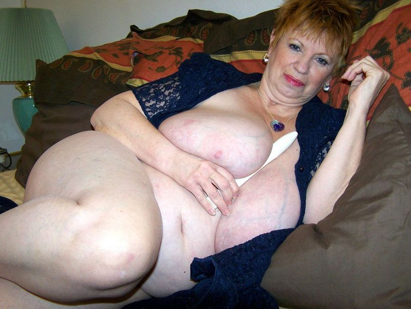 Mature women and grannies. Gallery - 412. Photo - 10