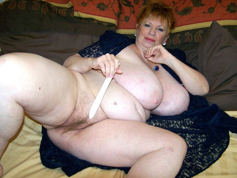 Mature women and grannies. Gallery - 412. Photo - 12