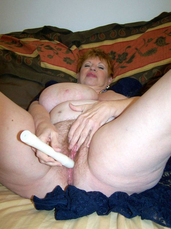 Mature women and grannies. Gallery - 412. Photo - 14