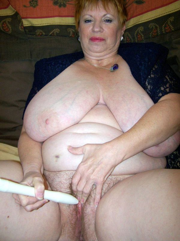 Mature women and grannies. Gallery - 412. Photo - 15